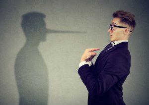 Peut-on licencier un salarié qui a menti sur son CV ?